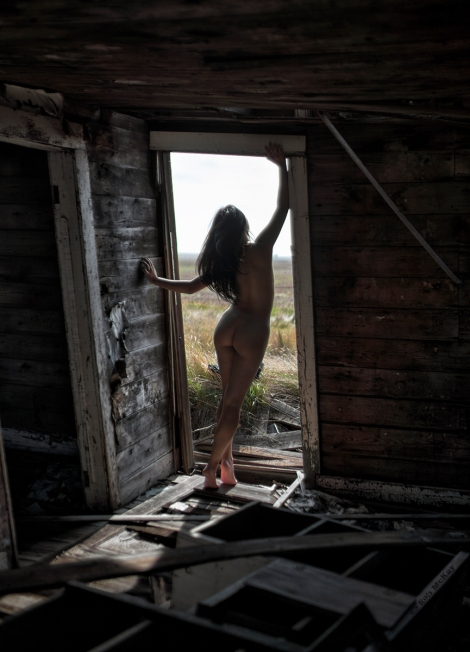 Abandoned Prairie Farmhouse Nude